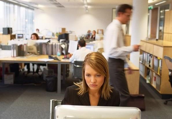 Aumenta el empleo para las mujeres