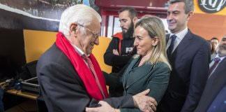 El Padre Ángel inaugura un Restaurante Robin Hood en Toledo