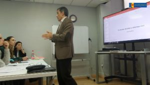 Juan Luis Rubio impartiendo la clase sobre ciberseguridad